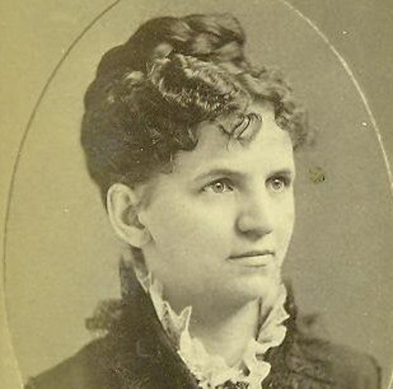 Worcester MA Antique 1880s CDV Victorian Woman Boston Art Gallery Photograph Traveling Card Photo