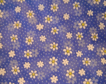 1-Yard 100% Cotton Fabric Pretty White Daisies on Blue Background   Clearance
