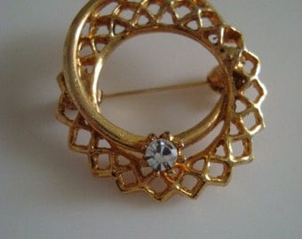 Vintage Gold Double Circle Cutout Brooch with White Rhinestone