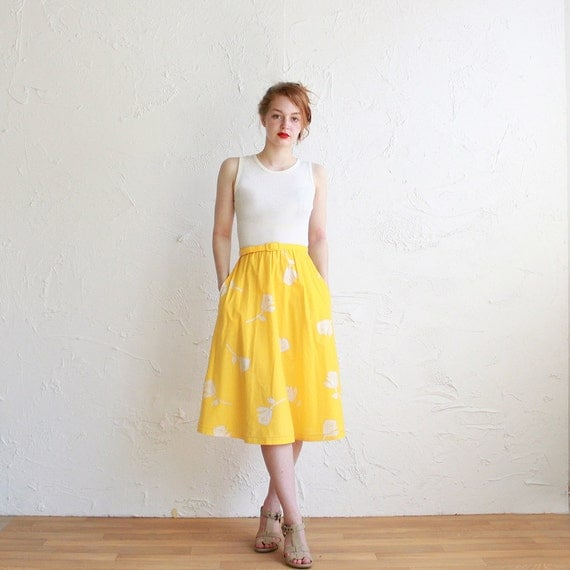 Vintage dress - yellow and white rose pattern - with belt - small - medium