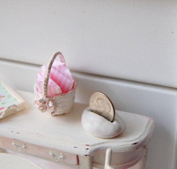 Shabby Chic Dollhouse Miniature Handbasket Napkin Holder