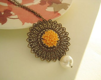Vintage style peach gold flower necklace
