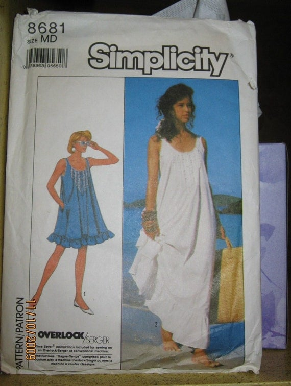 Simplicity 8681 Loose Fitting Dress or Nightgown pattern  in Two Lengths sz Med