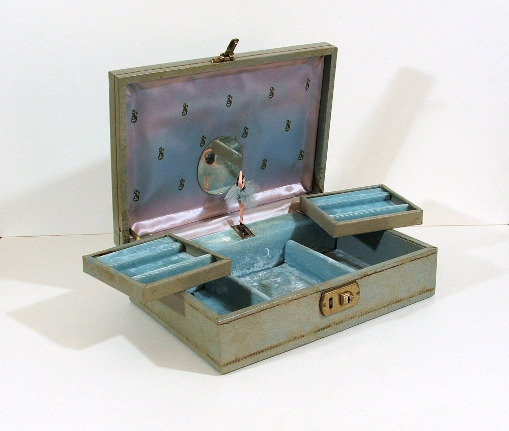 Vintage jewelry box music box with dancing ballerina for Vintage antique jewelry box