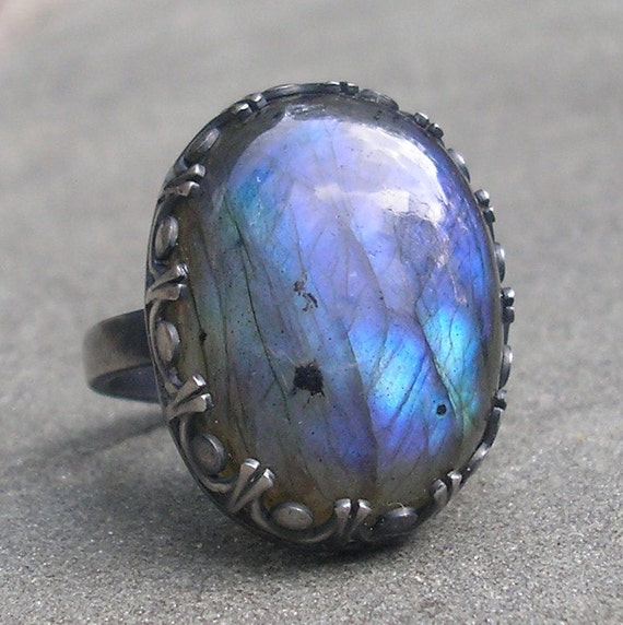 Labradorite Ring, Sterling Silver with Fancy Bezel US size 8