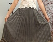 Vintage grey pleated skirt  \/  Size small - medium - Free shipping worldwide