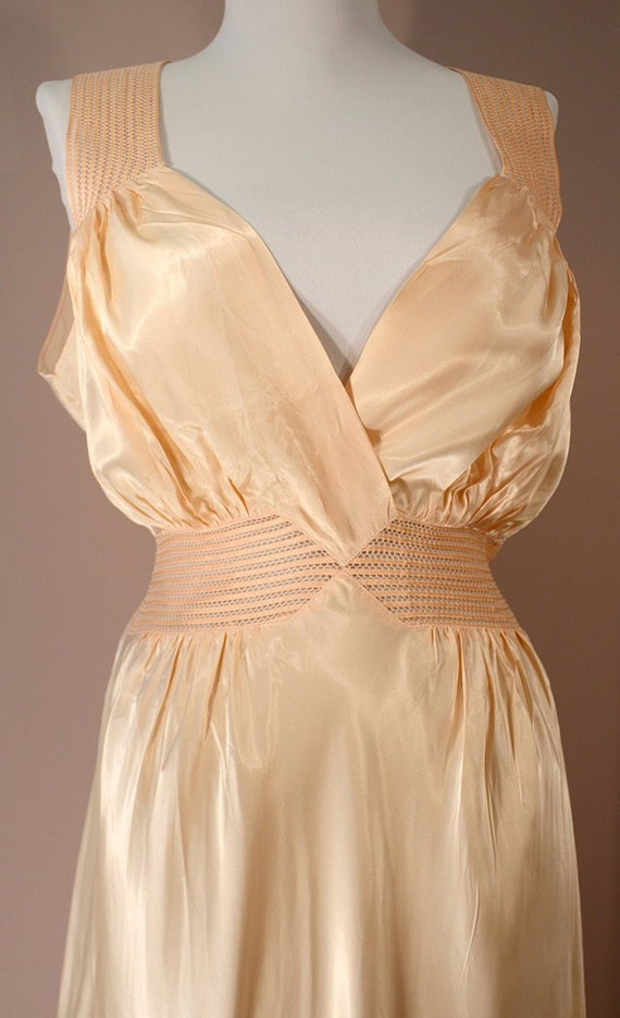 1940s Radelle Nightgown: Peach Bias Rayon Nightgown 38 40 L