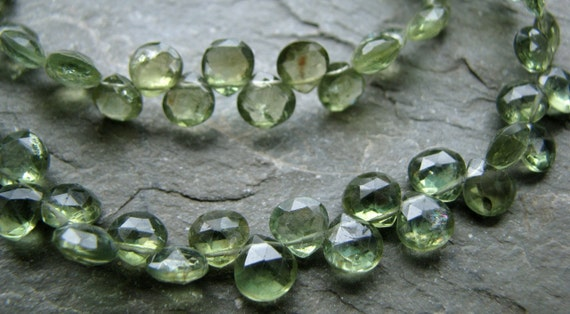 Green Apatite Faceted Heart Briolettes, 8' inch FULL strand, 5.5mm - 6mm (11w90)