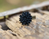 Black Mum Flower Ring // Bridesmaid Gifts // Maid of Honor Gifts // Country Rustic Vintage Wedding - Noir