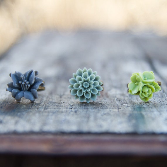 CLEARANCE!  Moss Green Crysanthemum Flower Ring // Gray Lily Ring //  Lime Green Rose Ring // Bridesmaid Gifts // Bridesmaid Rings