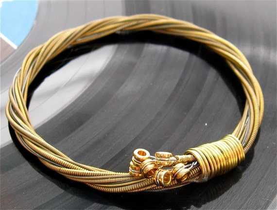 Guitar Strings Gold : recycled acoustic guitar string bracelet gold colored with ~ Hamham.info Haus und Dekorationen