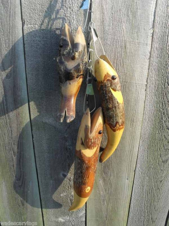 3 wood fish on metal stringer log cabin lodge by wadescarvings for How to use a fish stringer