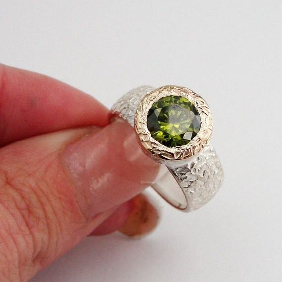 Jewela Hand Crafted 9K Yellow Gold Silver Peridot CZ Ring size 8.5 Super Sale (rd r100