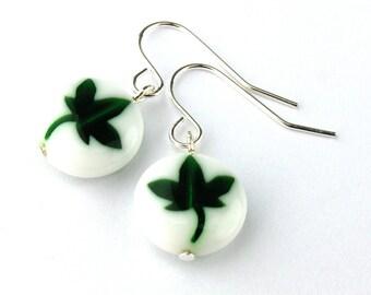 EE11141203) Clover leaf millefiori glass dangling earrings