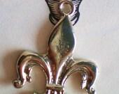 12 Fleur De Lis  connectors charms silver metal 18mm 32mm FFC