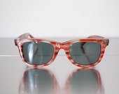 wayfarer style sunglasses with red stripes