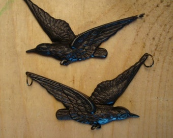 2 GOTHIC RAVEN PENDANTS, Connectors, Left and Right Flying, Decadent Dark Vintage Patina