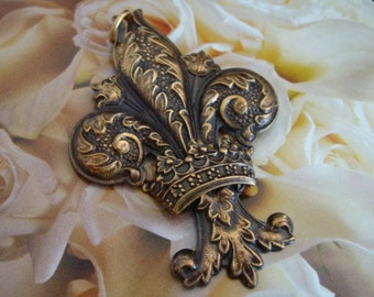 CROWNED FLEUR DE Lis Pendant, Antique Brass
