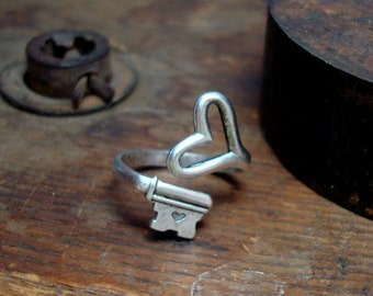 STEAMPUNK HEART RING, Gothic Vintage Skeleton Key, Quality Thick Silver Ox Plate On Brass
