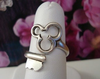 SILVER TRINITY CLOVER Skeleton Key Ring, Silver Ox Finish, Adjustable, Limited time...Sale