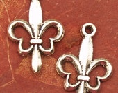 12 Antique Silver Fleur de lis Charms 22mm x 15mm