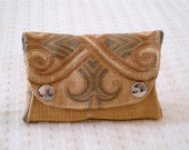 Unisex coin purse in recycled upholstery fabric