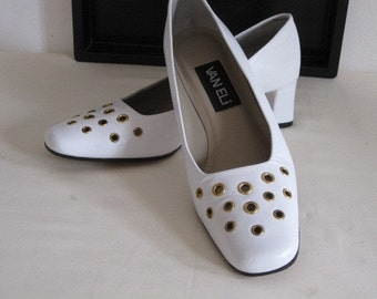 vintage White Leather with Brass Ring Perforation Pumps by Van Eli size 6 1/2 N