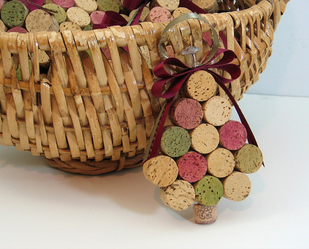 Items similar to wine cork christmas tree ornament on etsy - Manualidades con corchos ...