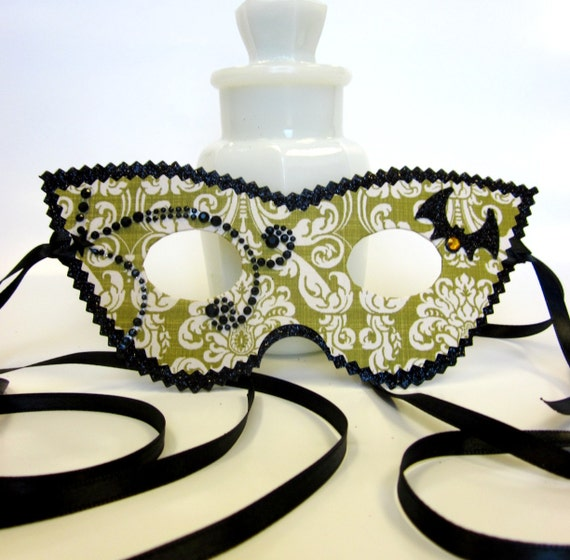 Green and Black Witch's Cats Eye Masquerade Mask