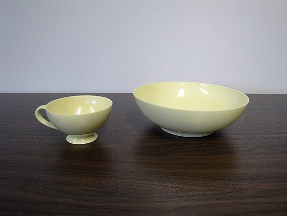 SALE - Texas Ware Melmac Serving Bowl in Pale Yellow