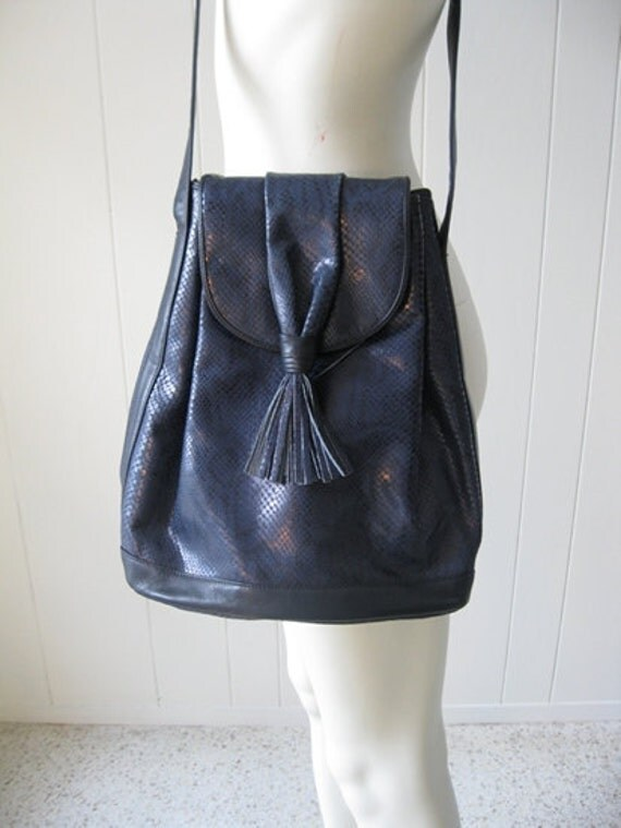 80s leather Susan Gail BUCKET BAG in navy reptile
