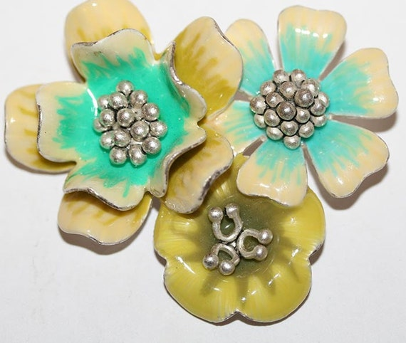 1940s Enameled Flower Brooch Turquoise and Yellow