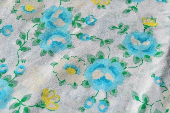 Vintage Fabric - Turquoise Blue Roses and Yellow Center Daisies - 46 x 67