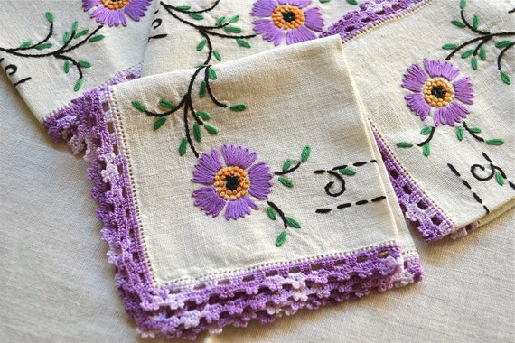 Vintage Tablecloth - Embroidered Tablecloth and Napkins Set - Purple Flowers