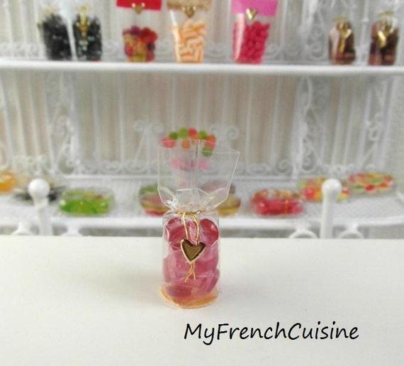 World food - France - little bag of Bonbons - pastilles de sucre d'orge - Strawberry