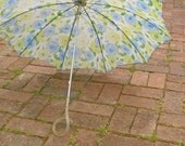 Vintage Spring Roses Umbrella // Lucite Handle // Mother's Day