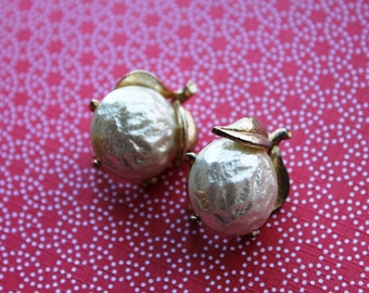 Signed  Sarah Covington Gold and Pearl Apple Shaped Vintage Earrings Pin Up Rockabilly Hollywood Glamour