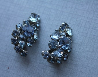Sparkling Something Blue Cluster Curve Shaped Vintage Earrings Pin Up Rockabilly Hollywood Glamour Vintage Rhinestone Earrings