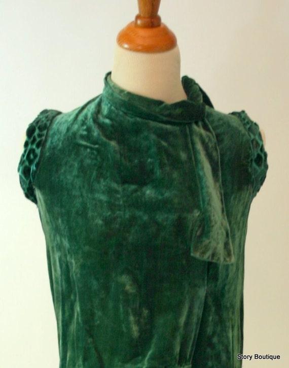 Chic 1920 Soft Velvet Wrap Dress