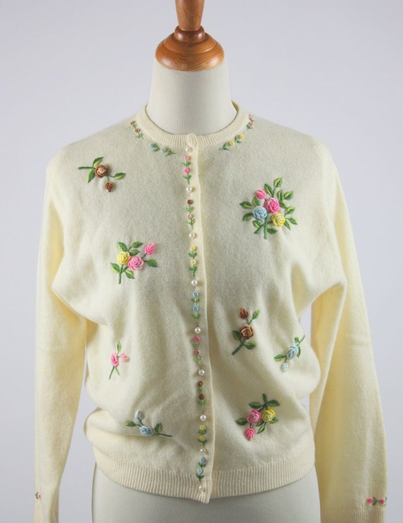 1950 Cream Cashmere Sweater with Flower Appliques and Embroidery