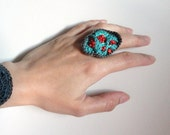 Formacion II  Freeform Crochet Ring in gray and emerald with coral glass beads by anadiazarte