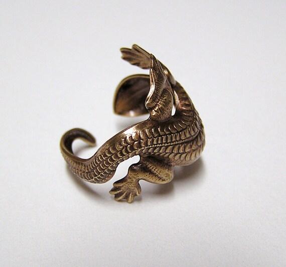Lizard Ring, lizard body wrap around finger (brass)