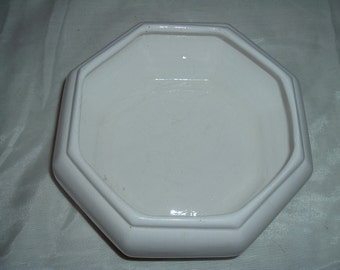 a white octagon  bowl/ vase for a center piece or could be used as a fruit bowl