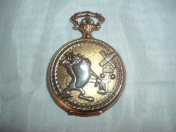 a pocket with the tazmana on the front and acme