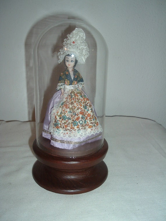 JAPANESE vintage geisha doll in glass case