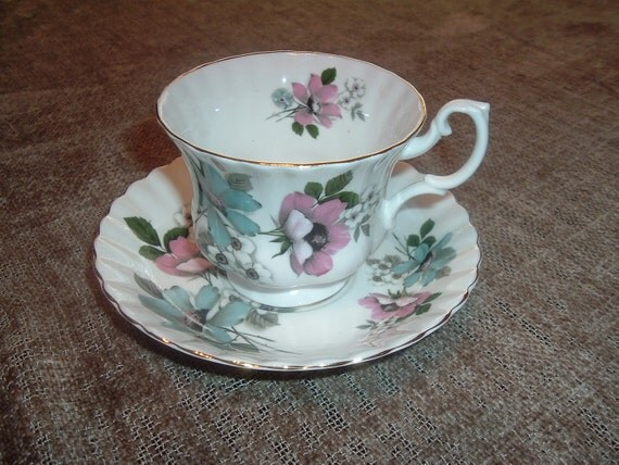 Royal Albert Collectible Tea Cup & Saucer made in England