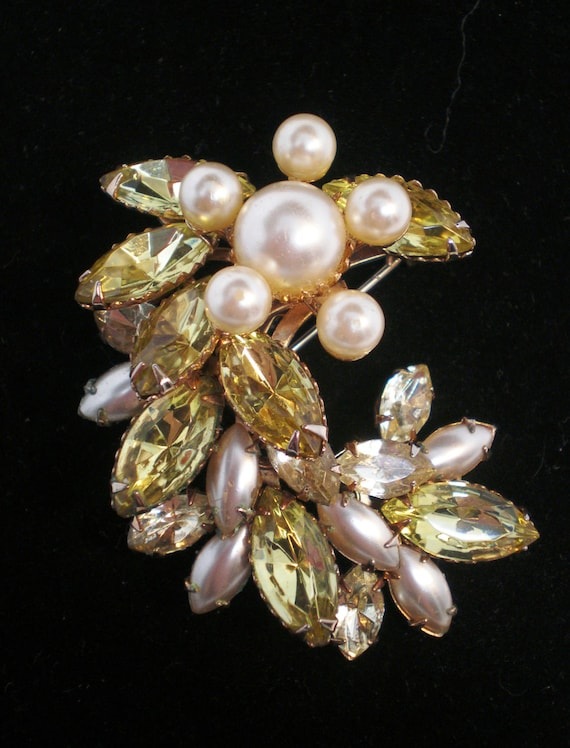 Vintage Antique Brooch or Necklace 30s Pale Yellow 14 Lg. Navette Crystal Rhinestones Glass Pearls