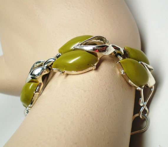 Vintage Bracelet Thermoset 70s Shade of Green Circled by Silver