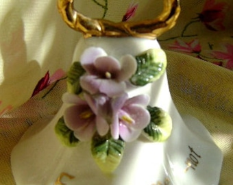 Delicate 1979 detailed vintage collectible Forget me not bell with gold highlights in VGVC