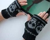 Knitted Wrist warmer- Fingerless mittens-Fingerless Gloves with skulls for men - NingNingGong